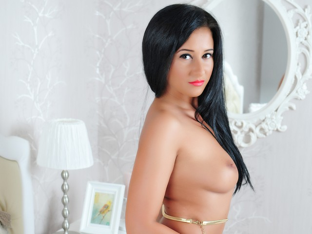 Very hot long black haired web cam mode