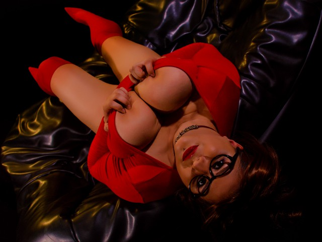 BBW web cam model in red