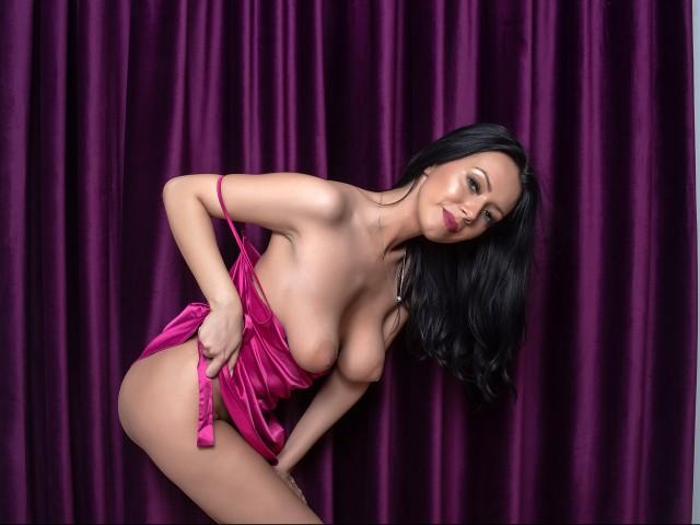 New web cam star MissLoren