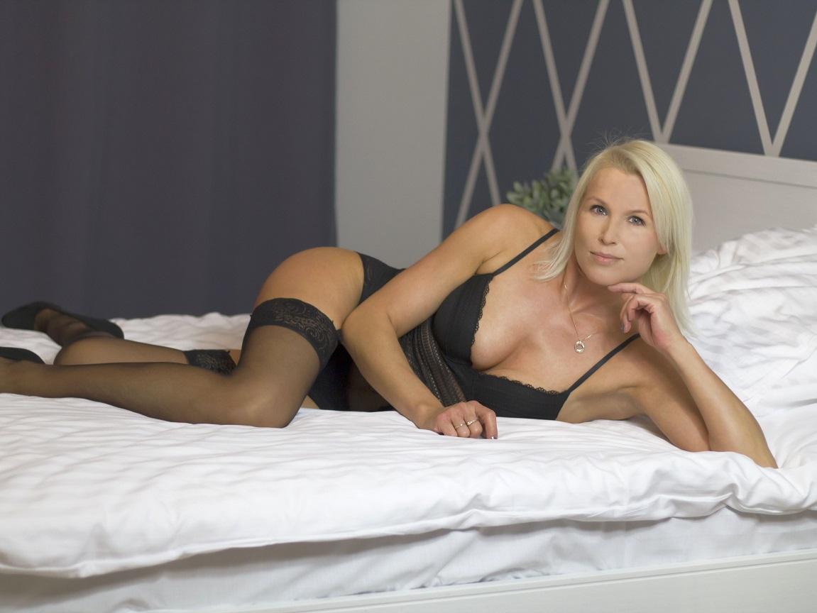 Hot Nikki milf web cam star