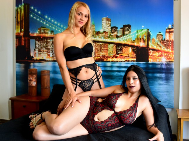 Black and Blonde lesbian sex show