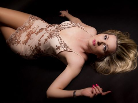 Hot blonde Tess Dream